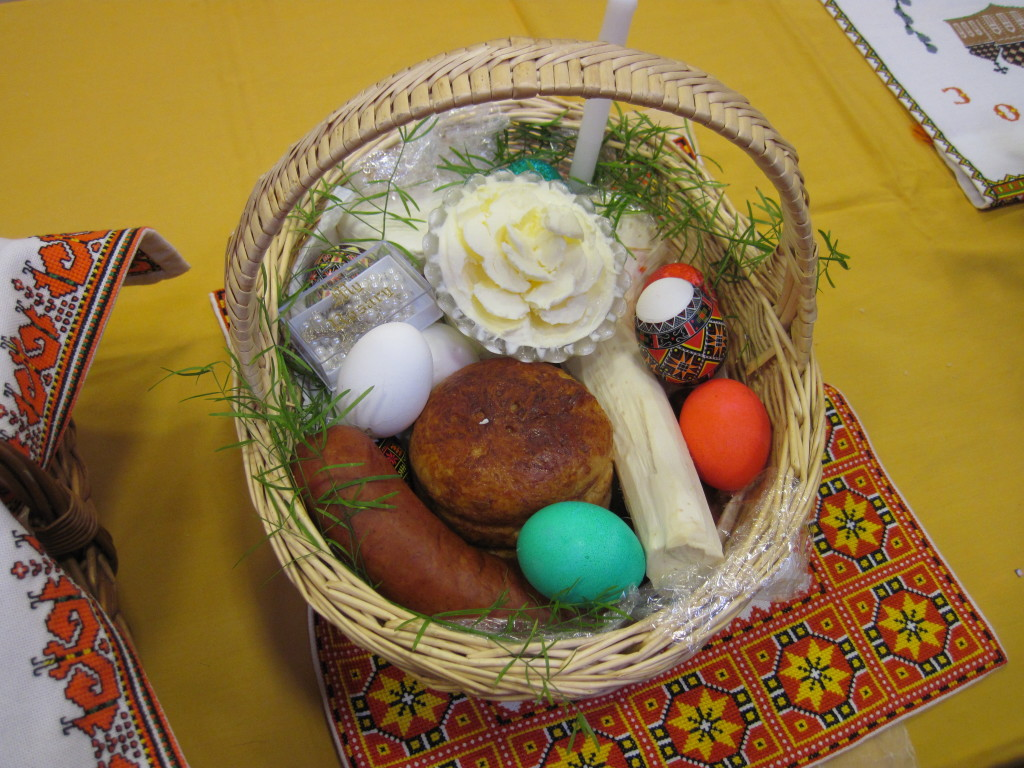 Our Easter basket with a special rose-shaped butter made by Baba.